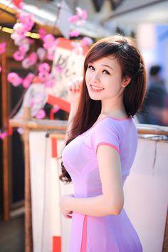 Ao Dai, Vietnam Girl, Asian Hotties, Asia Girl, Beautiful Asian Women, Sexy Asian Girls, Sensual, Traditional Dresses, Asian Fashion