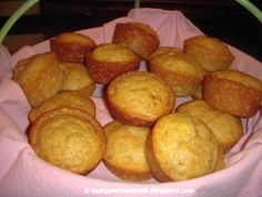 Extremely moist and easy to prepare homemade banana muffins. Quick Bread, Yummy Food, Yummy Recipes, Breakfast Recipes, Muffins, Bananas, Brunch, Food And Drink, Favorite Recipes