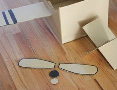 Let their imaginations take flight with this super simple cardboard box airplane! I honestly was able to put this together in less than 30 minutes and the kids have been playing with it for over 2 hours! Cardboard Airplane, Cardboard Box Crafts, Cardboard Castle, Airplane Costume, Airplane Kids, Airplane Crafts, Repeat Crafter Me, Chalkboard Drawings, Sharpie Pens