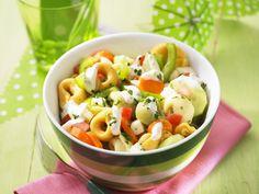 Bunter Tortellini-Salat   Zeit: 30 Min.   http://eatsmarter.de/rezepte/bunter-tortellini-salat