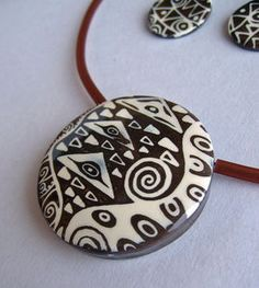 Zentangle in Polymer. Have you done any Zentangles? Polymer Clay Pendant, Polymer Clay Crafts, Polymer Clay Jewelry, Diy Fimo, Diy Clay, Tangle Patterns, Polymer Clay Projects, Clay Tutorials, Metal Clay