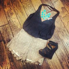 Going-out Summer Outfit. Subtract turquoise  statement necklace for a black one!