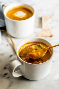 10-Minute Spicy Pumpkin Curry Chowder in a Mug by healthynibblesandbits #Chowder #Pumpkin #Curry #Easy #Healthy #GF
