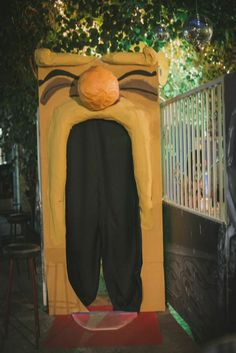 diy entrance to the wedding alice in wonderland down the rabbit hole enter through the door