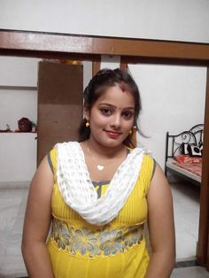 Indian beautiful teenage girls sexy images and spicy navel images and thunder thighs sexy legs images and sexy boobs picture and sexy cleava. Beautiful Women Over 40, Beautiful Girl Indian, Beautiful Eyes, Simply Beautiful, Indian Girl Bikini, Indian Girls, Spicy Image, Aunty In Saree, Girls Phone Numbers