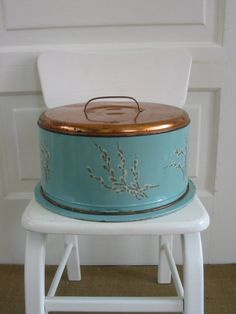 Unique Vintage Cake Carrier by vintagejane on Etsy @Angela Gray Hartley this seems like something you and Tay might like :)
