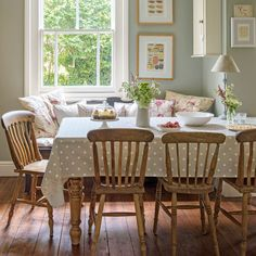 Unassuming graduated shabby chic dining room decor try this Cottage Shabby Chic, Shabby Chic Dining Room, Country Dining Rooms, Country Kitchen, Cottage Dining Rooms, Country Living, Living Room, Cottage Kitchens, Home Kitchens