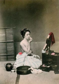 photo by Kusakabe Kimbei (日下部 金兵衛) (1841 — 1934) Japanese photographer. Kusakabe Kimbei worked with Felice Beato and Baron Raimund von Stillfried as a photographic colourist and assistant before opening his own workshop in Yokohama in 1881 in the Benten-dōri quarter, and from 1889 operating in the Honmachi quarter. He also opened a branch in the Ginza quarter of Tokyo.