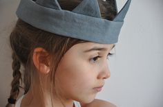 http://www.vdj-boutique.com/-deguisements/3365-dagobert-couronne-grise-les-toiles-blanches.html