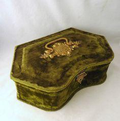 Gorgeous green velvet etui box on Ebay