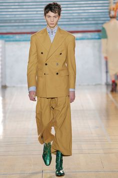 Look 5 at Vivienne Westwood Big Fashion, Punk Fashion, Fashion Show, Vivienne Westwood Man, London Fashion Week Mens, Fashion Details, Suit Jacket, Menswear, Aw17