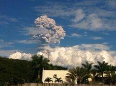 Photo: The Colima volcano in Mexico erupts - @Kazamoot