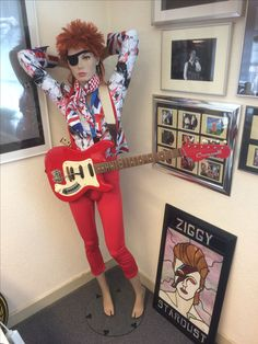 Bowie doll with rare original hagstrom guitar just like in toppop clip rebel rebel