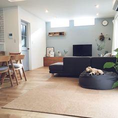 otamaさんの、LIXIL ファミリーライン,ACTAS,サンゲツ,壁紙,アクセントクロス,こどものいる暮らし,グレー好き♡,シンプル,10000人の暮らし,無印良品 壁に付けられる家具,NOYESソファー,無印良品 体にフィットするソファー,植物のある暮らし,部屋全体,のお部屋写真