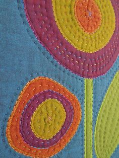 Looks just like sashiko embroidery! Quilt Stitching, Applique Quilts, Hand Stitching, Sashiko Embroidery, Hand Embroidery, Quilting Projects, Quilting Designs, Quilting Templates, Quilting Ideas