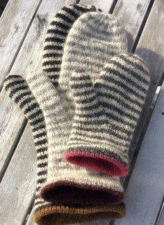 Hyggestrik--love these stripey mittens