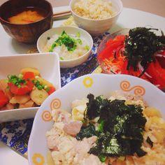 こんばんはー❤️ ファスティング準備期間2日目*·.ヾ(´︶` )ノ.·* ま:納豆、味噌、枝豆  ご:ごま  わ:海苔  や:人参、大根、玉ねぎ、ネギ  し:えのき  い:じゃがいも、さつまいも  いえいっ!今日も、クリア*·.ヾ(´︶` )ノ.·* 手前の親子丼は、作ってあげただけで、私はもちろん食べていません!!ʕ•̀ω•́ʔ✧  こーやってみると、本当に日本食の素晴らしさが身に沁みます。  そりゃ昔の人は、生活習慣病にもならないわけだ!!✨ 明日は3日目! どーしよっかな❤️ #ファスティング #準備期間 #日本食 #まごわやしい #まごわやさしい  #お家ごはん #手作り #日本食 #和食 #instapic #instacook  #instadaily  #instagood