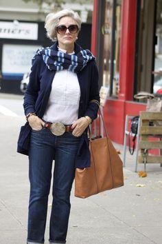 Blue jeans and boyfriend sweater fall inspiration style at a 60 Fashion, Office Fashion Women, Black Women Fashion, Fashion Outfits, Fashion Stores, Fasion, Fall Fashion, Womens Fashion Casual Summer, Over 50 Womens Fashion