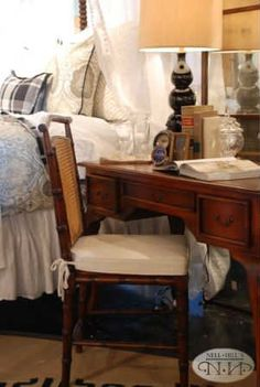 Use a creative night stand to give your bedroom charm #nellhills #cozy #cute