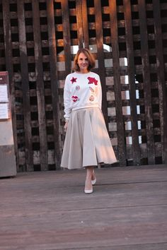 Margaret Dallospedale, Maggie Dallospedlae fashion diary, Fashion blog, Fashion blogger,  fashion tips, how to wear, Outfits, OOTD, Fall outfit, Autumn outfit, Midi skirt end sweat,10