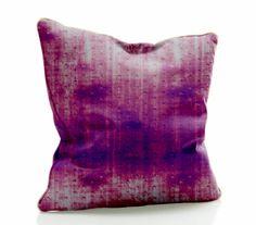 Linda almofada confeccionada em tecido microfibra e preenchida com fibra de poliéster. Ideal para decorar o ambiente. A almofada é estampada em ambos os lados. Diversas estampas disponíveis. R$ 49,90