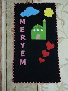 Keçeden seccade Muslim Prayer Mat, Prayer Rug, Ramadan Crafts, Ramadan Decorations, Abaya Pattern, Activities For Kids, Crafts For Kids, Prayers For Children, Islam For Kids