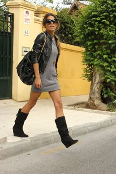 leather jacket and little grey dress Grey Boots Outfit, Dress With Boots, Black Boots, Combat Boot Outfits, Combat Boots, Fall Outfits, Cute Outfits, Outfit Winter, Wedges Outfit