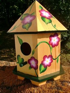 Hand Painted Bird House- Champaigne Round flowers with foliage BirdHouse