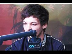 Louis Tomlinson talking about his Mom, One Direction Status Update and ... - YouTube