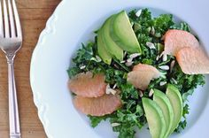 Healthy Salad Recipe: Shredded Kale Salad With Avocado and Grapefruit Superfood Recipes, Healthy Salad Recipes, Easy Healthy Dinners, Healthy Soup, Healthy Eating, Eating Clean, Avacoda Recipes, Recipies, Vegan Recipes
