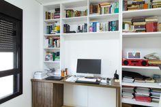 O home theater e home office mudamos os móveis, deixando tudo mais organizado e funcional. Nos quartos mudamos os móveis para melhor atender as necessidades e deixamos os ambientes mais amplos.