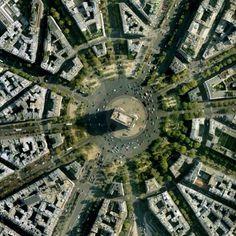 Paris est une Fête! — Place Charles de Gaulle, Paris.