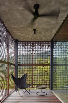 Green roof and charred wood blend Atelier Villa into Costa Rican jungle Timber Cladding, Exterior Cladding, Costa Rica, Villas, Concrete Cover, Sliding Room Dividers, Charred Wood, Roof Covering, Wood Panel Walls