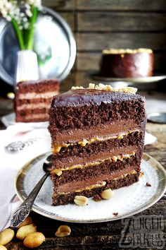 Chocolate peanut cake with chocolate cream cheese - tongue Schoko-Erdnusstorte mit Schokofrischkäsecreme – Zungenzirkus Chocolate peanut cake with chocolate cream cheese – tongue circus - Snickers Cheesecake, Cheesecake Recipes, Cheesecake Cookies, Cheesecake Bites, Chocolate Cream Cheese, Cream Cheese Frosting, Peanut Cake, Flaky Pastry, Mince Pies