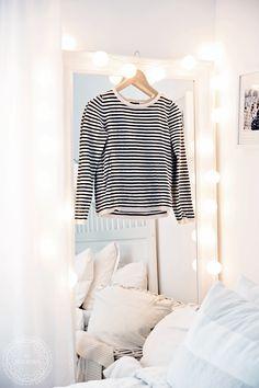 Mooi effect met witte Happy lights, ook verkrijgbaar in kleur Bedroom Desk, Home Bedroom, Bedrooms, Room Inspiration, Interior Inspiration, Cotton Ball Lights, Happy Lights, Shabby, Dream Apartment