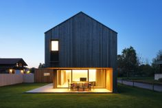 fassade holz vorarlberg – Google-Suche Concept Architecture, Facade Architecture, Residential Architecture, Gable House, House Roof, Double Storey House, Next At Home, Exterior Design, Building A House