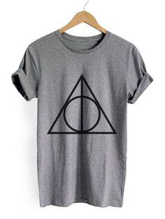 Серая футболка с геометрическим принтом