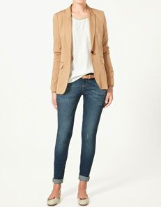 Tan blazer with jeans and flats. Love.