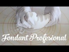 Curso básico de fondant en video (segunda parte), Si te gusta dinos HOLA y dale a Me Gusta MIREN … | Receitas Soberanas Frosting Recipes, Cake Recipes, Chocolates, Cake Decorating Videos, Fondant Tutorial, Just Cakes, Sugar Craft, Banana Cream, Cream Pie
