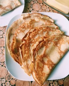 We all love pancakes. They are great sweet and savory. This basic recipe for soft pancakes will make us eat them even more often. How To Prepare Pancake, How To Make Pancakes, Chocolate Waffles, Chocolate Recipes, Best Pancake Mix, Lactose Free, Bon Appetit, Eggs, Dishes