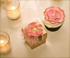 Matching favors and cupcakes! how cute! by Voila favors and Pastel cakes!!