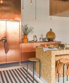 Een koperen keuken! Wie durft? Uit Libelle 44-2013 Interior Design Inspiration, Home Interior Design, Interior Architecture, Kitchen Magic, Kitchen Time, Kitchen Ideas, Hotel Concept, Copper Kitchen, Article Design