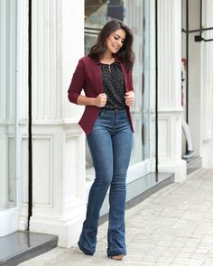 Jeans outfit for work, casual work outfits, casual blazer, pants ou Flare Jeans Outfit, Jeans Outfit For Work, Fall Outfits For Work, Casual Work Outfits, Office Outfits, Work Casual, Jean Outfits, Casual Looks, Sweater Outfits