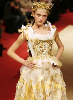 Christian Lacroix S/S 2006 Haute Couture...It's good to be the queen