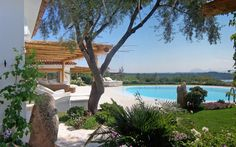 Orso felice Villa. The garden embraces the sea. When mankind bows to nature.