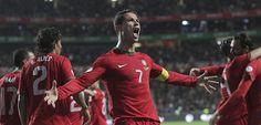 Portugal sabe hoje se estará, ou não, no Brasil. Adivinha-se um jogo recheado de emoções, dramático, à medida dos grandes jogadores. E quando pensamos em grandes jogadores nesta partida, dois nomes destacam-se dos demais: Cristiano #Ronaldo e #Ibrahimovic.
