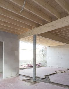 Exposed joists and plywood subfloor Wooden Architecture, Interior Architecture, Interior And Exterior, Timber Ceiling, Wooden Ceilings, Timber Structure, Cheap Houses, Wood Interiors, House Extensions