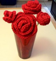 Red Valentine Roses free crochet pattern and video by Eva Ferrebee