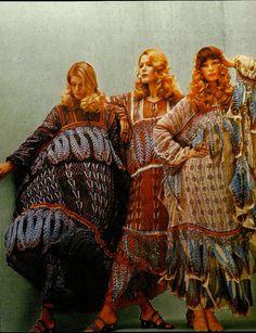 1970saesthetic:  Kaftans by Zandra Rhodes photographed by Norman Eales, 1970  Zandra Rhodes - estética típica da geração