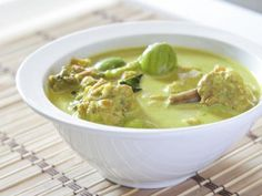 pousse de bambou, gingembre, lait de coco, courgette, pâte de curry, escalope de poulet